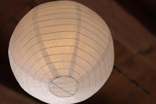 Lichtballons - Rosamunde Pilcher inspirierte Sommerhochzeit in Pfirsich, Apricot, Pastelltöne - Heiraten in Garmisch-Partenkirchen, Bayern, Riessersee Hotel, Seehaus am Riessersee - Hochzeit am See in den Bergen - Peach and Pastell wedding