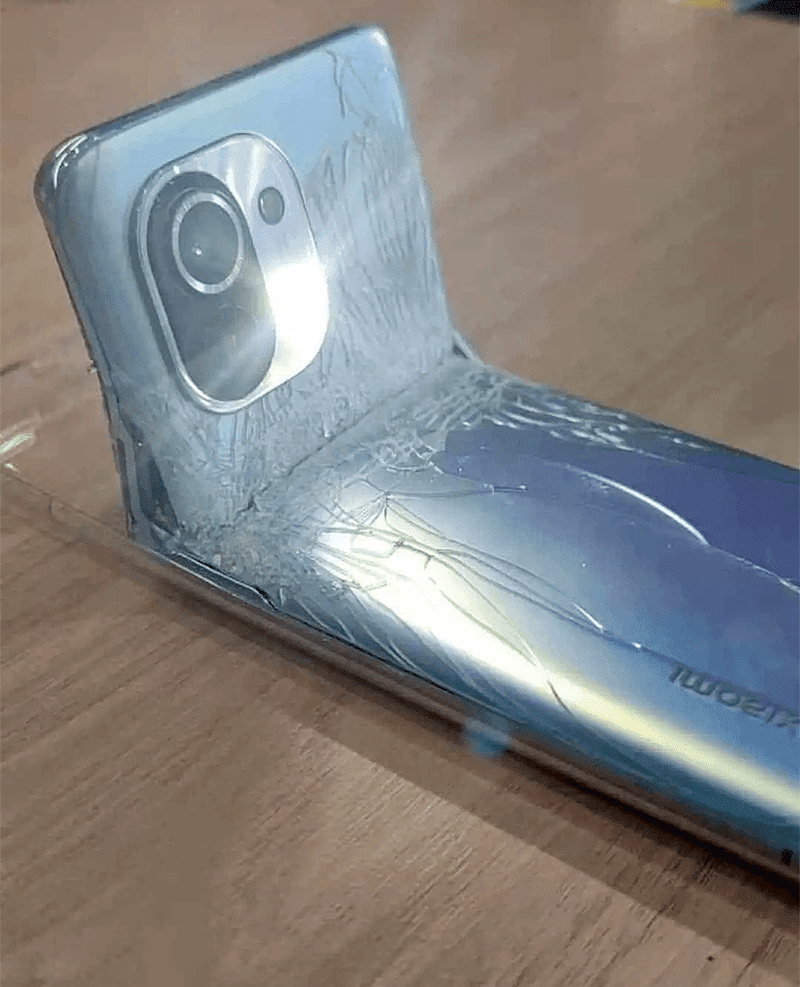 Twitter post claims that Xiaomi Mi 11 allegedly fails bend test?