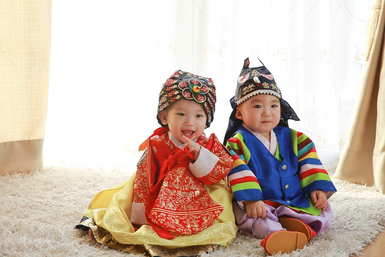 bebés con hanbok