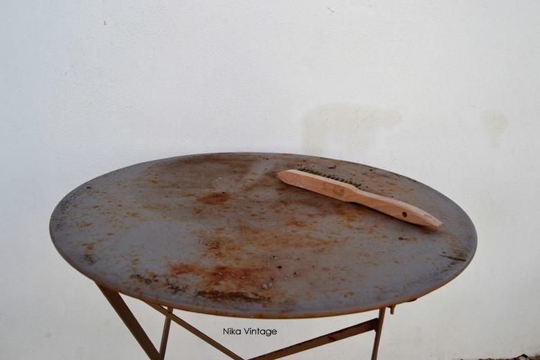 antes y después de una mesa de hierro auxiliar, de estar en la basura a ser la estrella de mi terraza