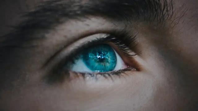 आंख फड़कने के 5 मुख्य कारण