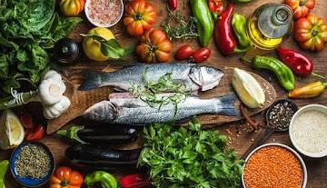 Dieta mediterrânea reduz doença hepática gordurosa não alcoólica, revela estudo