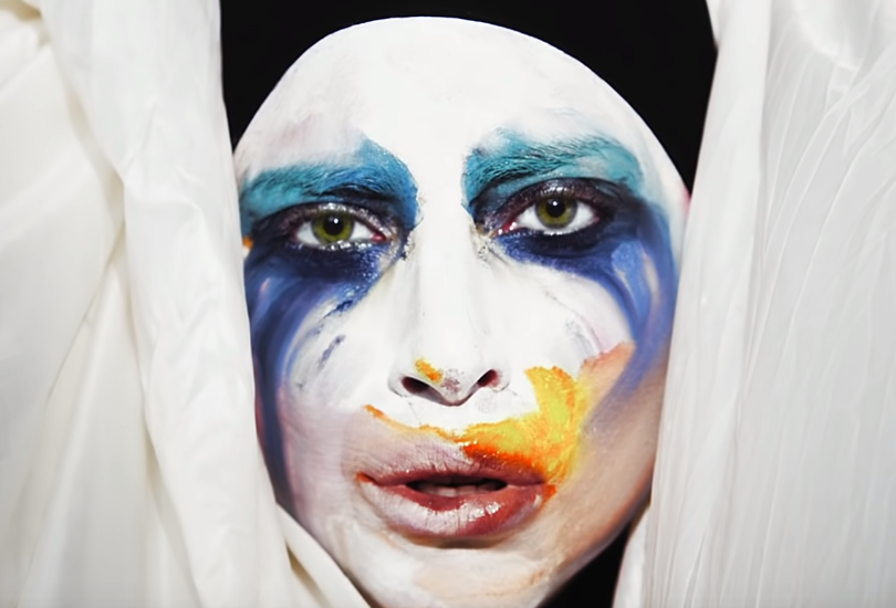 Music video: Lady Gaga - Applause | Random J Pop