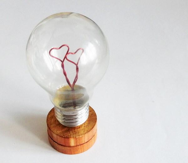 diy : upcycler une ampoule pour la saint valentin - caro dels - blog