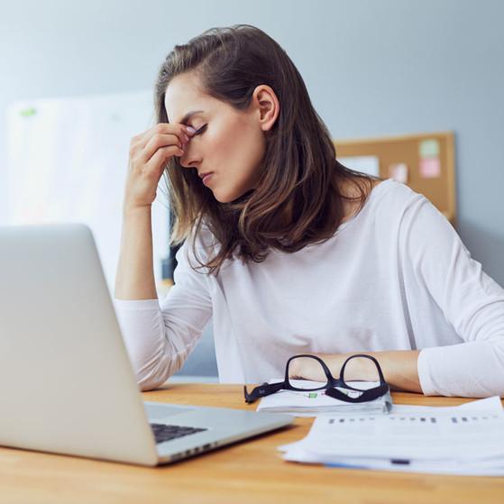 10 cosas que NUNCA debes hacer si tienes migraña