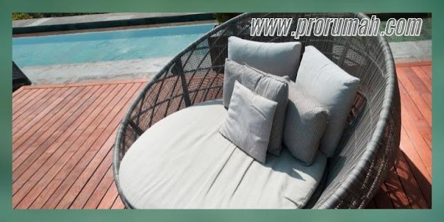 mempercantik desain kolam renang - menggunakan decking kayu solid