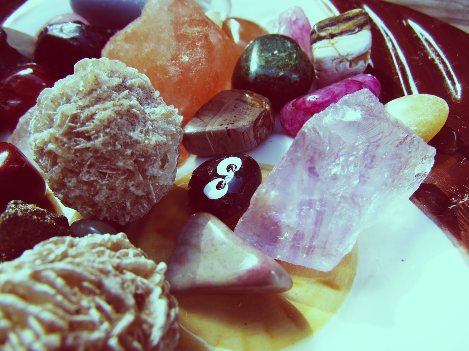 Throat chakra healing with loose gemstone mix pink Himalayan sea salt rock