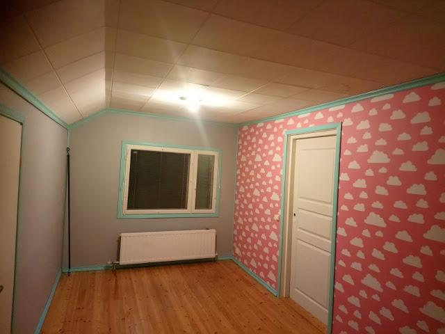 Tytön pinkki huone