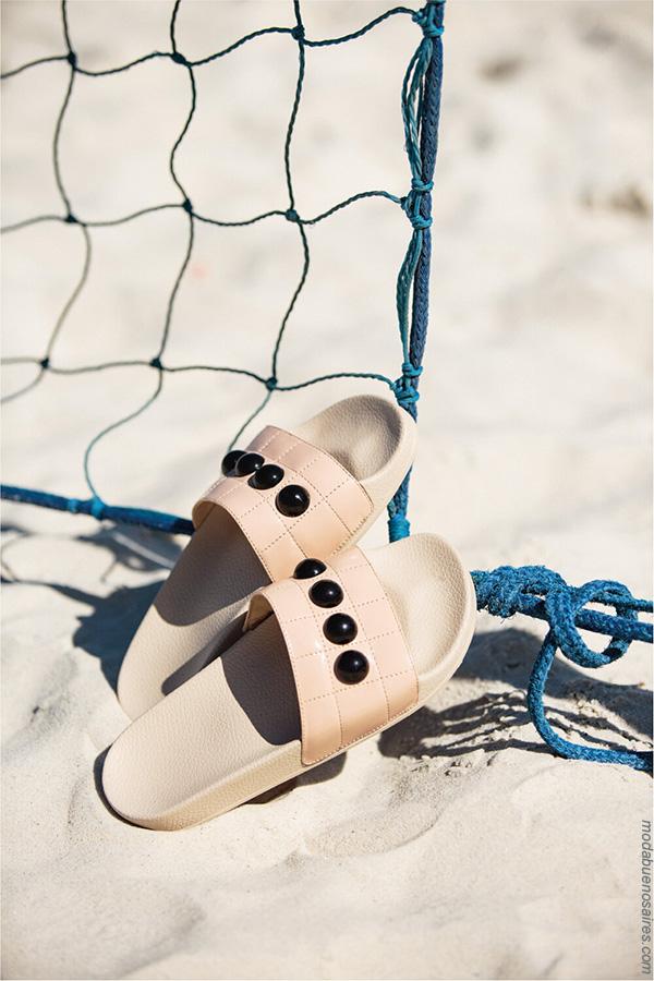 Moda primavera verano 2018 ojotas y sandalias.