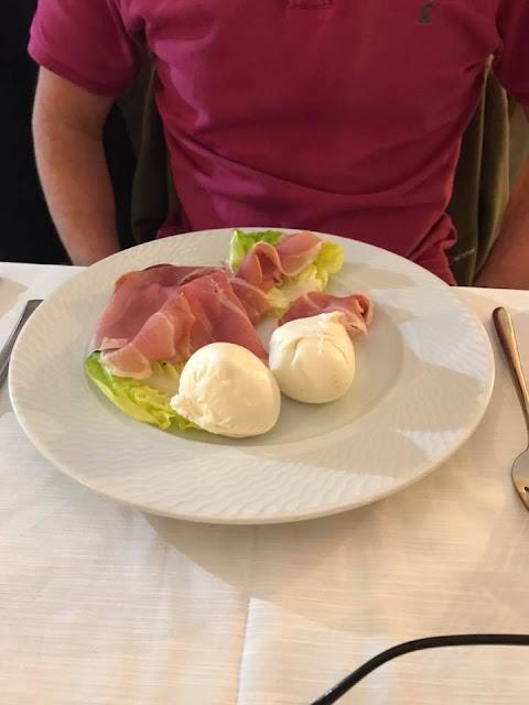 Mozzarella balls with proscuitto