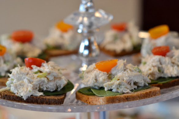 Chicken salad on spinach and mini bread