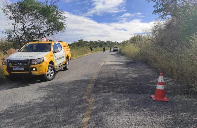 Mulher morre em acidente de moto ao tentar desviar de buraco em rodovia estadual no interior do RN