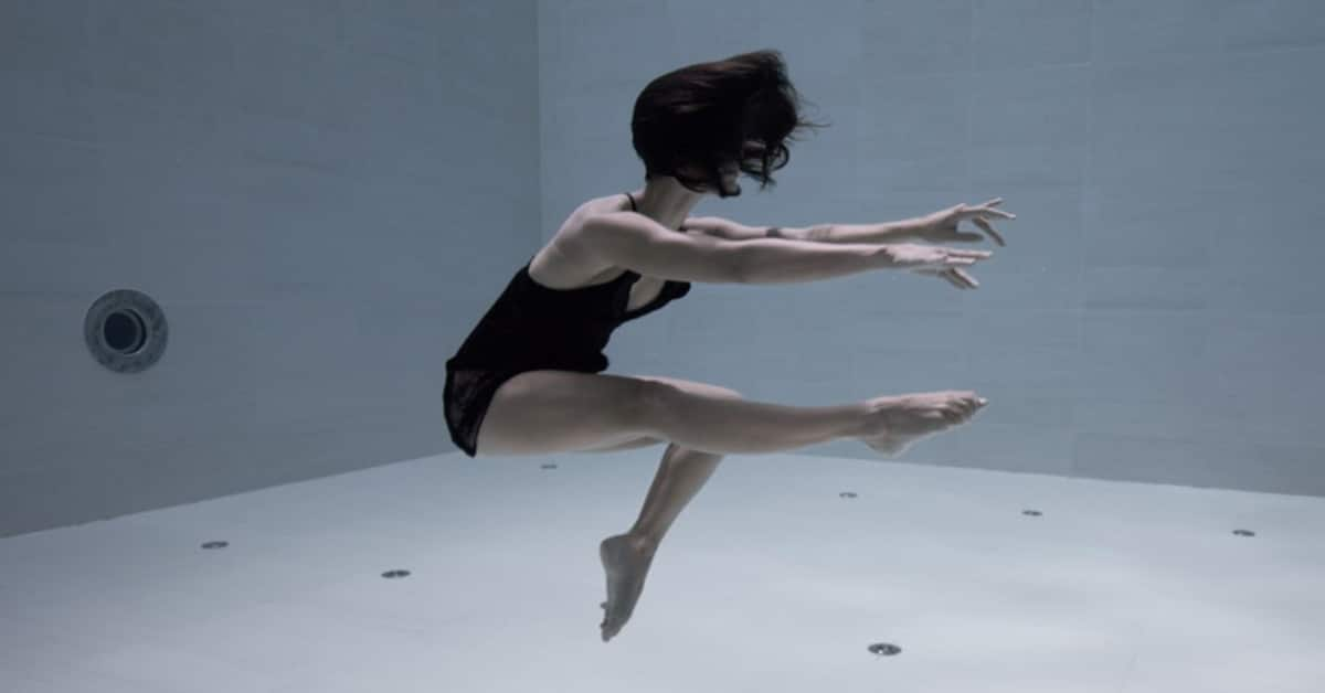 Artist Performs Jaw-Dropping Underwater Choreography Holding Her Breath For 6 Whole Minutes In The World's Deepest Pool