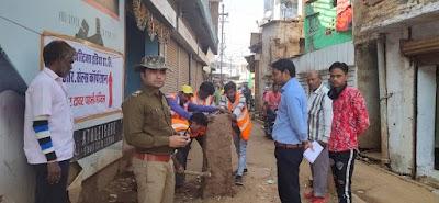 राहत : बीच सड़क पर गड़ी मुड़डी ,रणवीर सिंह यादब एवं मनोज गरवाल ने हटवाई | Shivpuri News