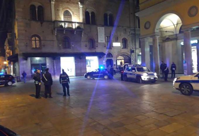 Sparatoria in centro a Reggio Emilia, 3 feriti