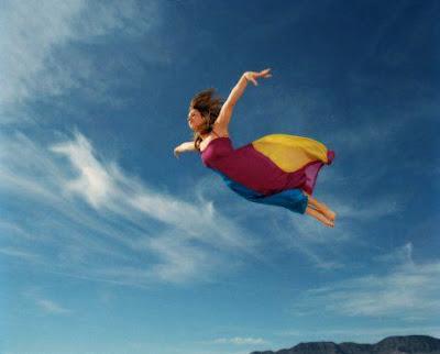 menina voando