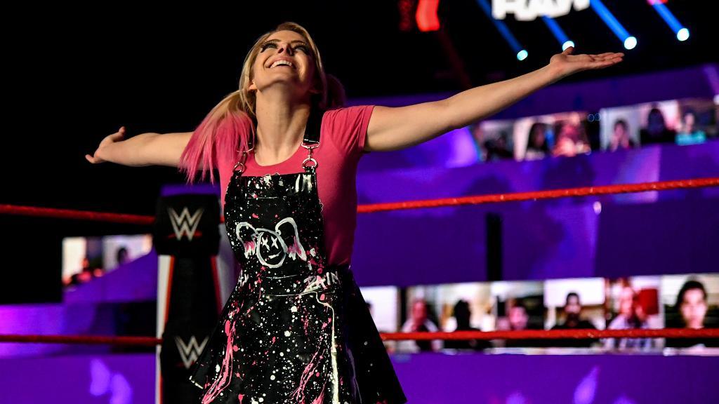 "Alexa Bliss alerta fãs sobre perfis ""fakes"" nas redes sociais"