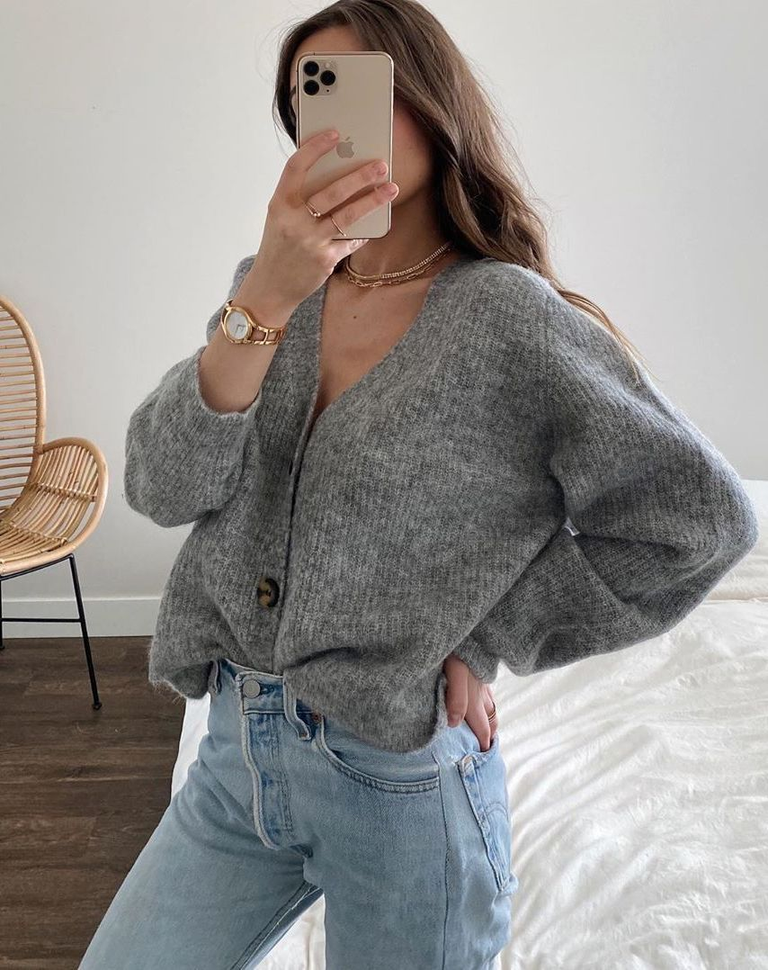 Casual Spring Outfit Idea — Weronika Zalazinska Instagram look with a gray cardigan sweater and Levi's jeans
