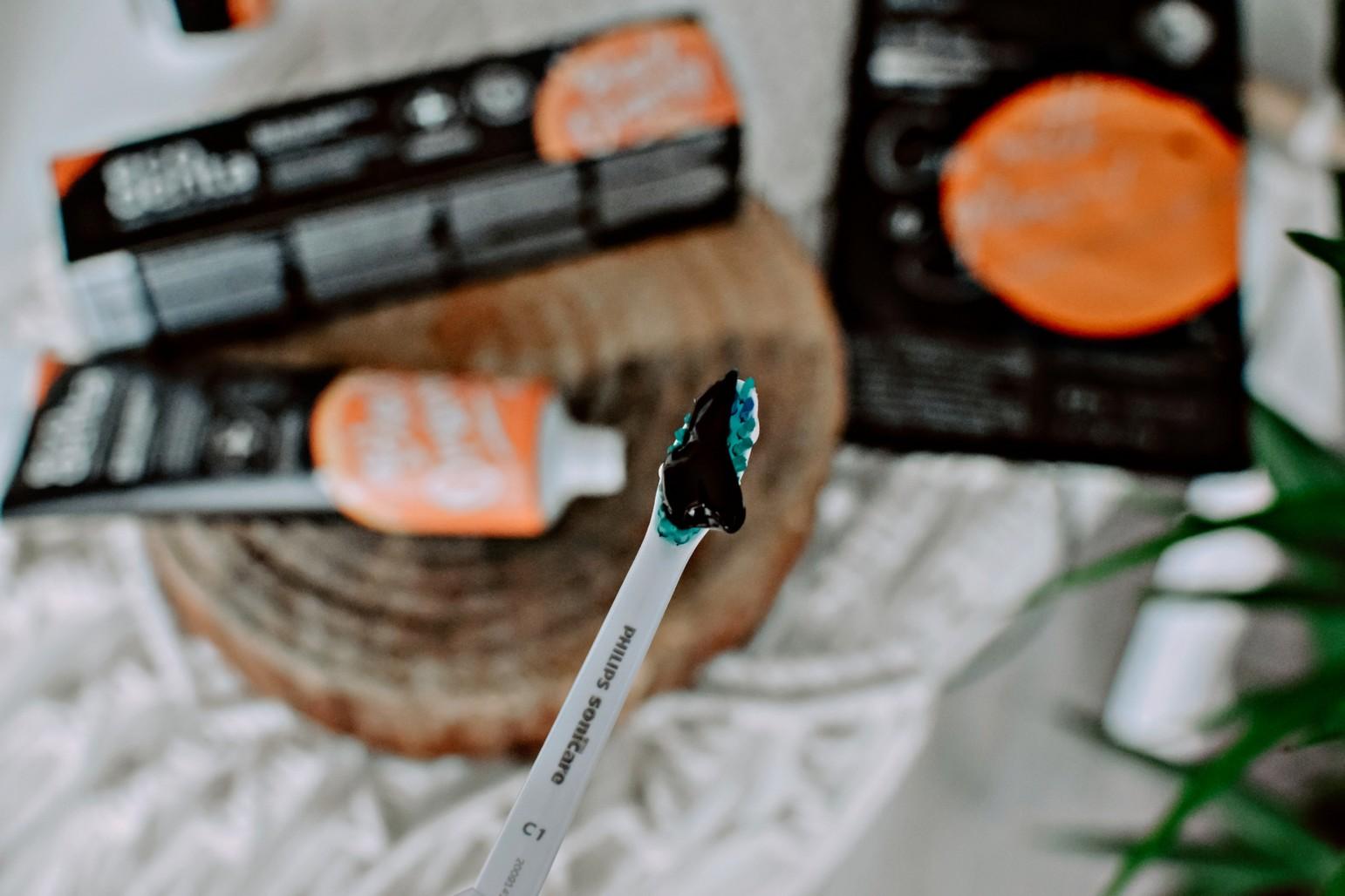 Czarna pasta do zębów z węglem drzewym i teavigo™ Ecodenta