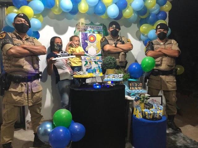 ARAGUATINS: Polícia Militar participa de aniversário de garoto apaixonado em ser policial militar