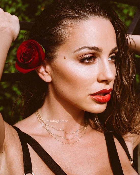 Abigail Mac Wiki & Bio, Age, Height, Weight, Net Worth, and Body Measurement