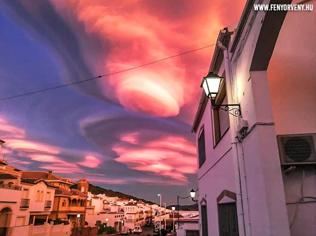 Gyönyörű lenticularis felhők Laujar de Andarax felett