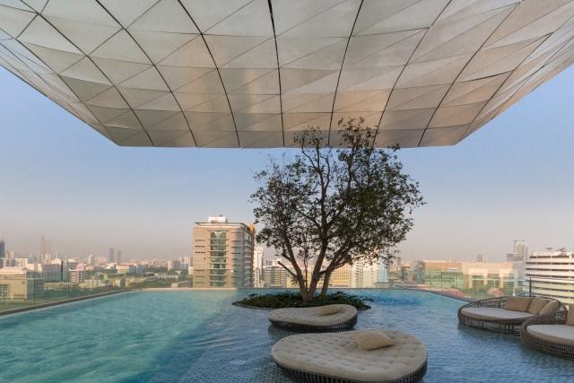 swimming pool of Waldorf Astoria Bangkok