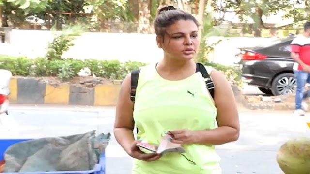 Rakhi Sawant ने फल शाॅप पर बच्चों से की मस्ती, दिया सेव कहा भीम मत मांगो, स्कूल जाया करो