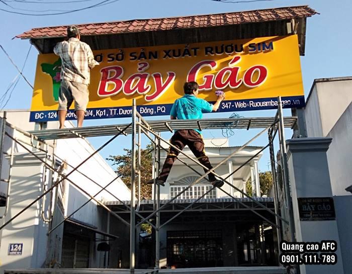 Làm bảng hiệu Aluminium gắn chữ Mica giá rẻ tại Phú Quốc