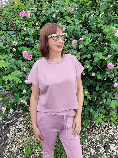 https://femmeluxefinery.co.uk/products/rose-short-sleeve-boxy-loungewear-set-lacy