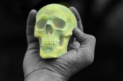 Skull in hand, psychometry