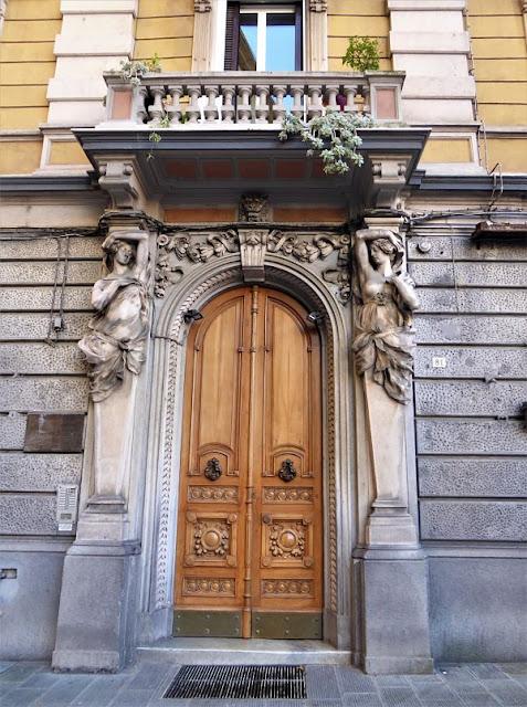 portale d'ingresso del palazzo Bianchi-Cavallo