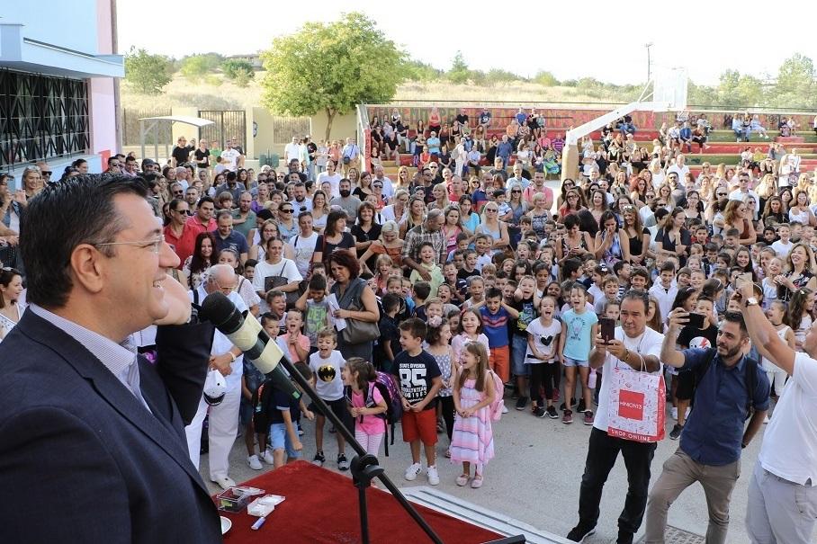 Ο Περιφερειάρχης Κεντρικής Μακεδονίας Απόστολος Τζιτζικώστας στον αγιασμό δυο σχολείων στη Θεσσαλονίκη
