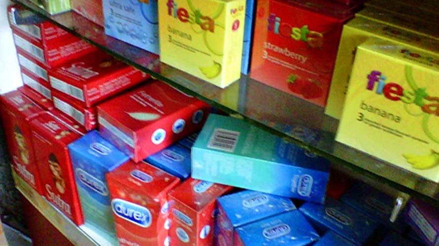 Jelang Tahun Baru, Penjualan Kondom di Berbagai Kota Meningkat Drastis