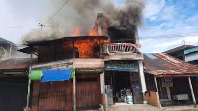 Diduga Kosleting Arus Listrik, Tiga Ruko di Ujung Gading Terbakar