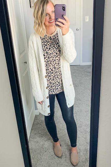 Mom-friendly outfit with faux leather leggings #fauxleatherleggings #leggings