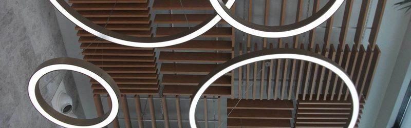 Asma tavan yapılara dekoratif bir görünüm kazandırılırken aynı zamanda ses ve ısı yalıtım amacıyla da tercih edilmektedir.