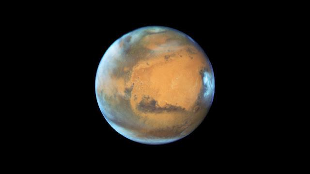 Fotos de la NASA muestran cómo una avalancha de hielo remodela la superficie de Marte