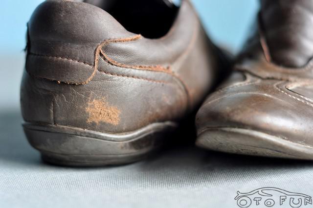 Xử lý giày da nam công sở bị bợt da bay si
