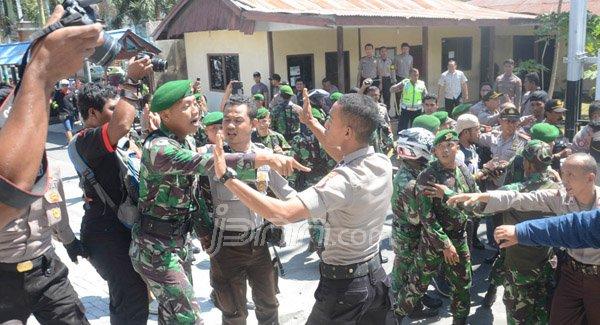 http://www.rakyatsejagad.com/2017/05/geger-kesal-melihat-polisi-yang.html
