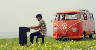 Lirik Lagu Posesif - Jun Bintang