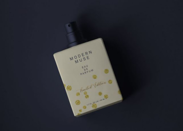 mockup-botol-parfum
