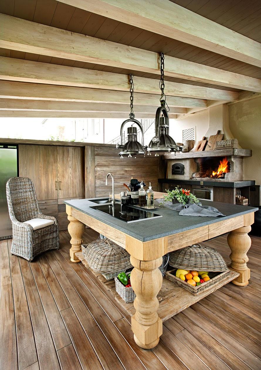 Boiserie c pietra legno bianco tortora for Case in pietra e legno