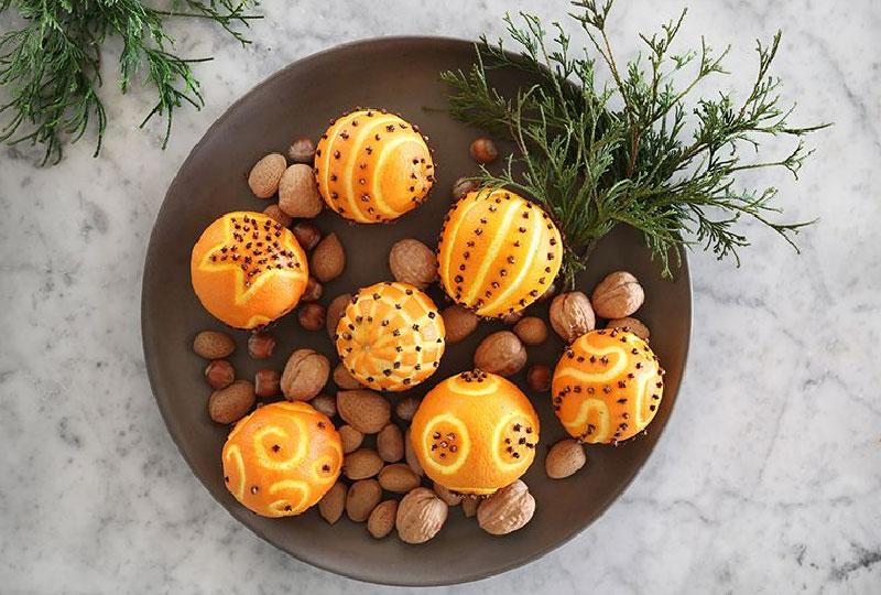 Arancie decorate con i chiodi di garofano