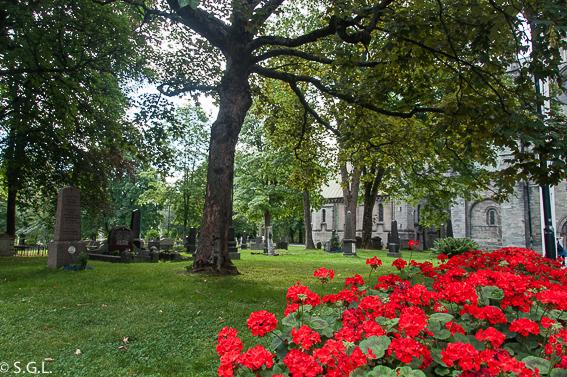 Cementerio de la catedral de Nidaros, en Trodemheim. Noruega