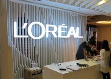 Interior 'hijau' Gedung L'Oréal