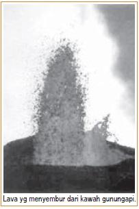 Lava yang menyembur dari kawah gunungapi