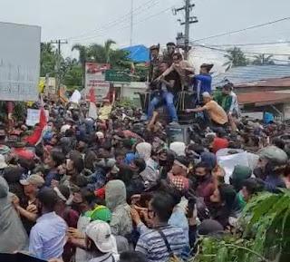 Mahasiswa Demo Tolak Omnibus Law di DPRD Labura, 4 Diamankan Polisi