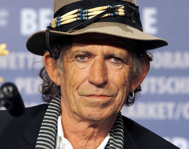 Guitarrista de The Rolling Stones no está de acuerdo con que los cantantes no escriban sus canciones