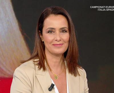 Roberta Capua conduttrice tv foto primo piano sorriso Estate in Diretta 6 luglio